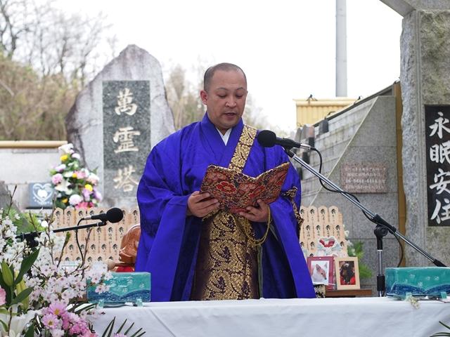 犬や猫などのペットの葬儀はお寺に頼むべき?